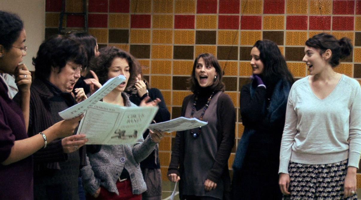 Répétition joyeuse du Chœur Emelthée, avec sa directrice artistique et musicale Marie-Laure Teissèdre.